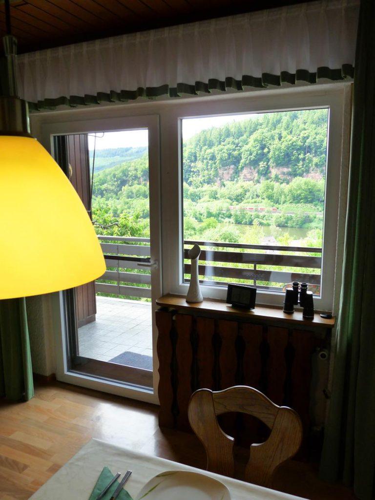 Esszimmer-Ferienwohnung-Neckarblick-Neckartal-Odenwald-Eberbach